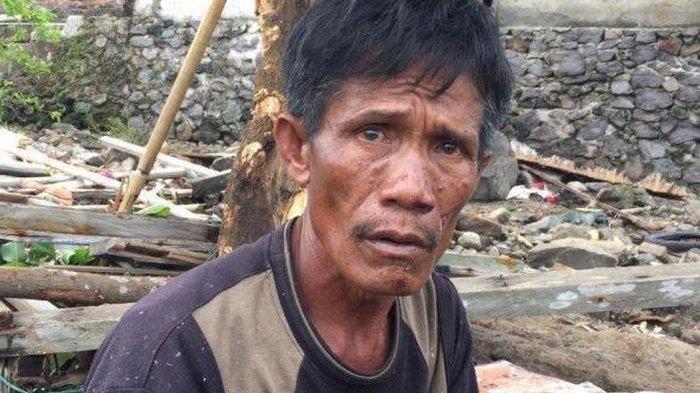 Đôi mắt ửng đỏ, hiện rõ nỗi khắc khoải của anh Udin Ahok - người đàn ông nay đã quá tuổi tứ tuần.