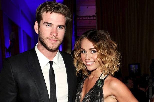 Miley Cyrus gấp rút tổ chức đám cưới với Liam Hemsworth là vì đã mang bầu? - Ảnh 2.