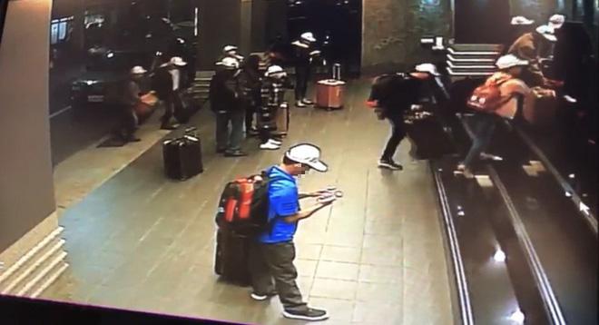 Những hình ảnh của 152 du khách Việt biến mất ở Đài Loan: Vào khách sạn 1 giờ để thay quần áo rồi bỏ trốn - Ảnh 2.