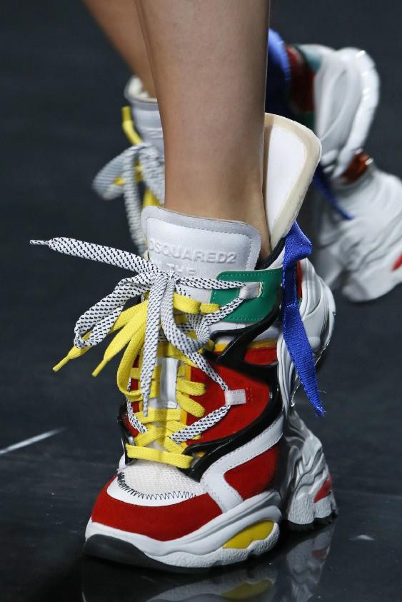 Chuẩn mực sneaker xấu xí vừa được nâng lên một tầm cao mới nhờ đôi giày giẫm giày gây lú của Cardi B - Ảnh 5.