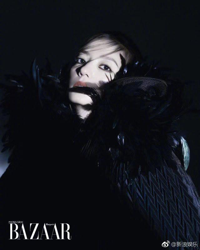 Bất ngờ xuất hiện trên tạp chí Việt Nam, Triệu Vy hóa thân thành nữ hoàng bóng đêm khí chất đỉnh cao - Ảnh 2.