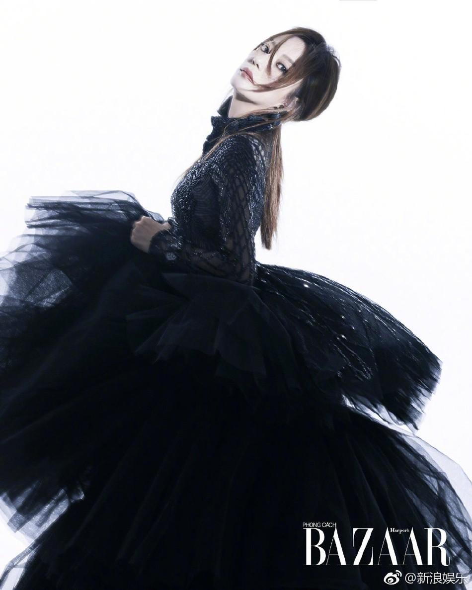 Bất ngờ xuất hiện trên tạp chí Việt Nam, Triệu Vy hóa thân thành nữ hoàng bóng đêm khí chất đỉnh cao - Ảnh 3.