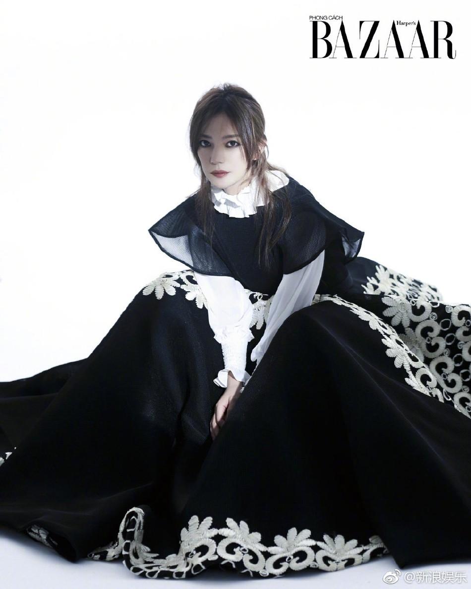 Bất ngờ xuất hiện trên tạp chí Việt Nam, Triệu Vy hóa thân thành nữ hoàng bóng đêm khí chất đỉnh cao - Ảnh 9.
