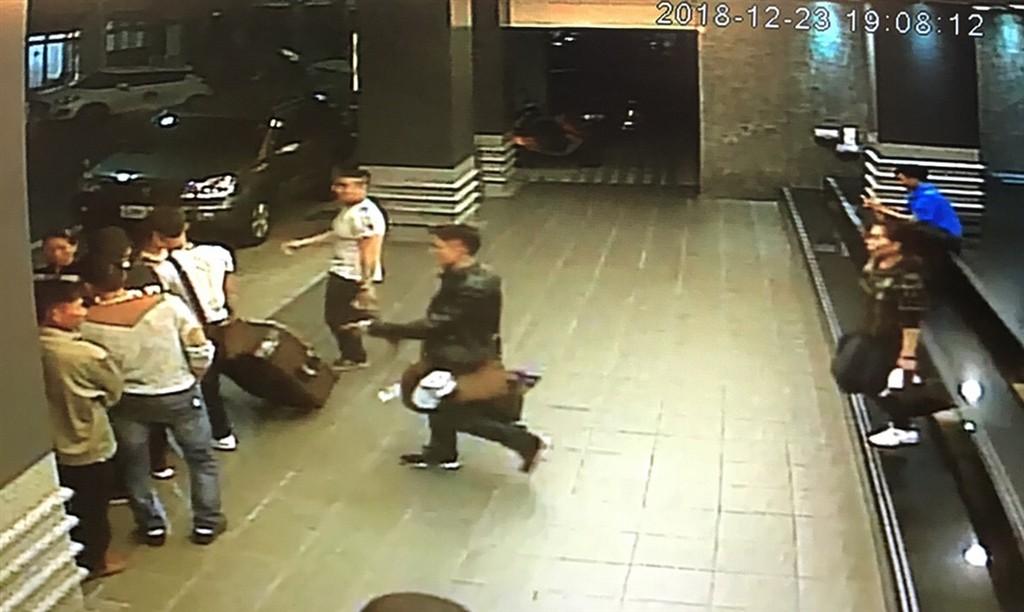 14 du khách Việt Nam đã bị bắt giữ tại Đài Loan, trong đó có 4 phụ nữ tự đến trình diện vì quá sợ hãi - Ảnh 10.