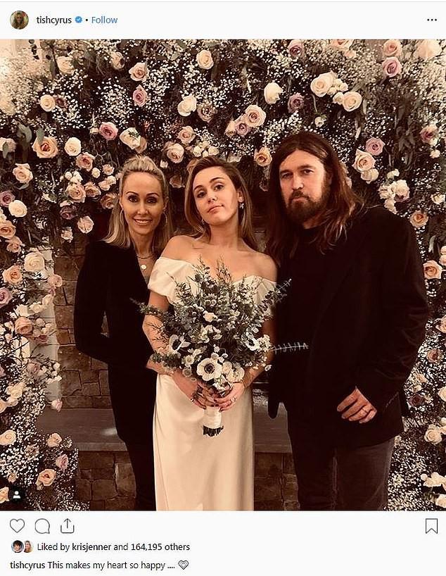 Hé lộ thêm ảnh Miley Cyrus diện váy cưới lộng lẫy và nhiều chi tiết gây bất ngờ về hôn lễ - Ảnh 1.