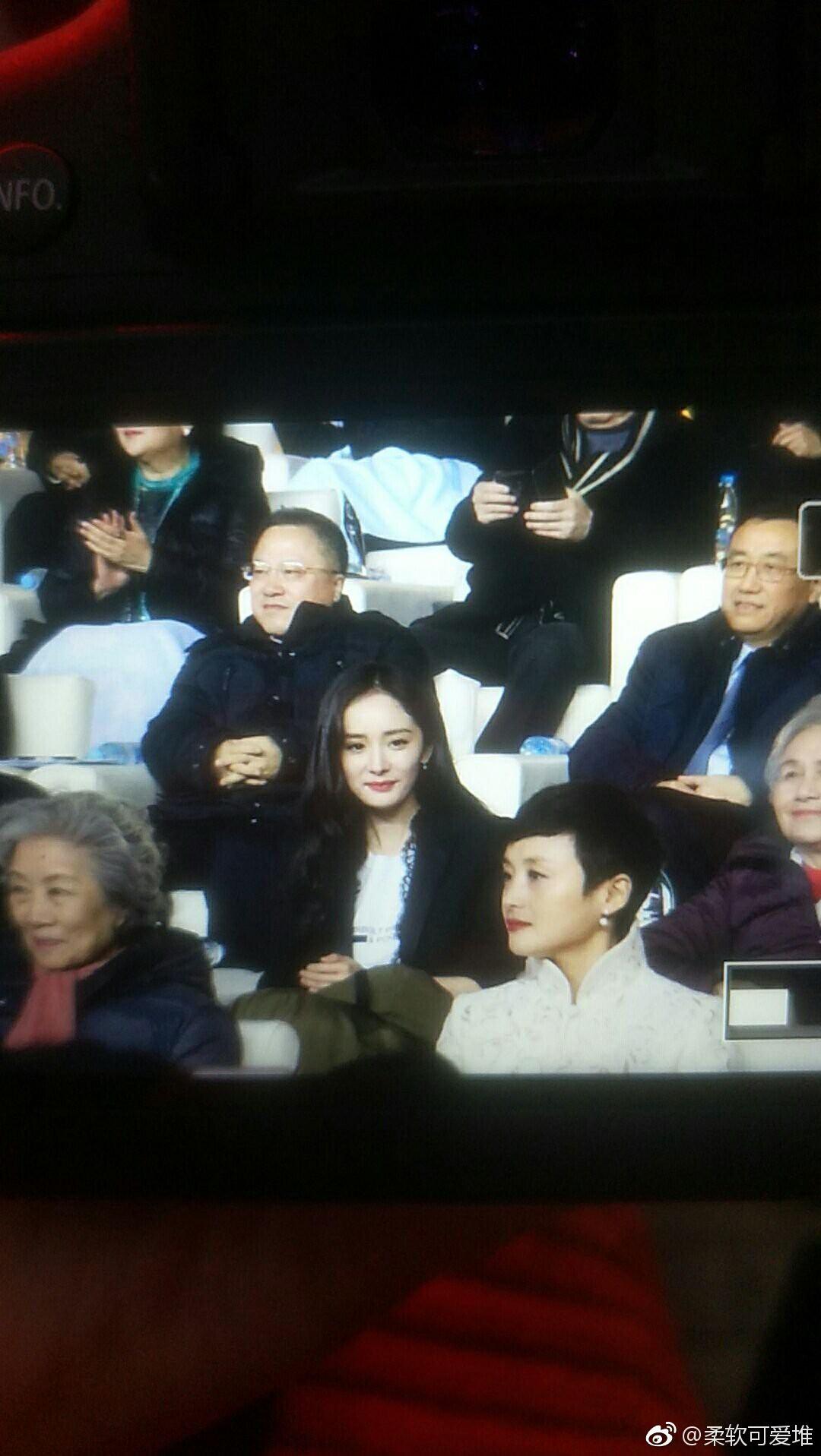 Chính thức dự sự kiện hậu ly hôn Lưu Khải Uy, Dương Mịch đẹp xuất sắc với thần thái sang chảnh - Ảnh 11.