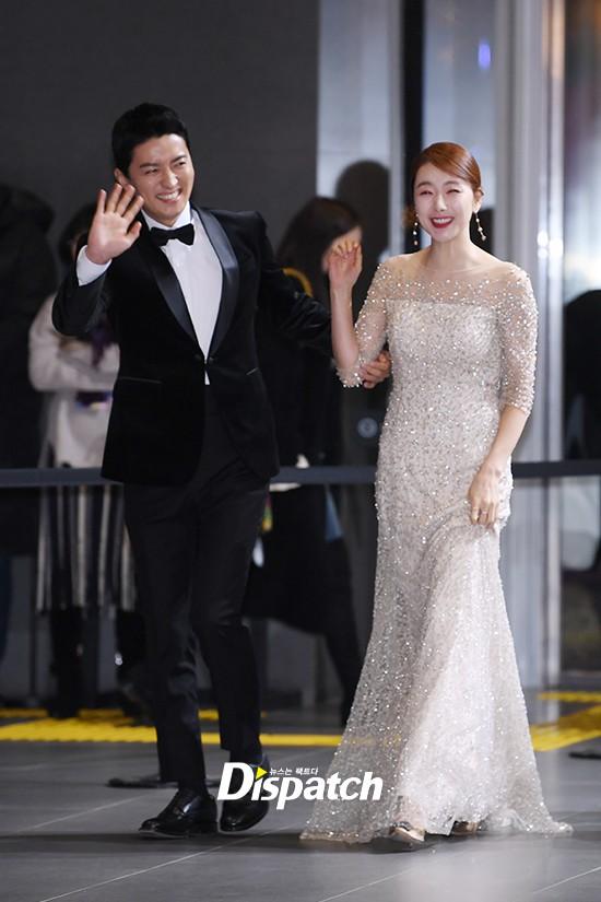 Thảm đỏ SBS Entertainment Awards: Song Ji Hyo bị mỹ nhân Running Man sexy lấn át, Lee Seung Gi bảnh bao bên dàn sao - Ảnh 19.