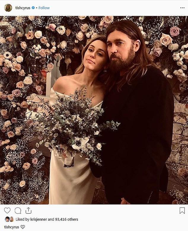 Hé lộ thêm ảnh Miley Cyrus diện váy cưới lộng lẫy và nhiều chi tiết gây bất ngờ về hôn lễ - Ảnh 2.