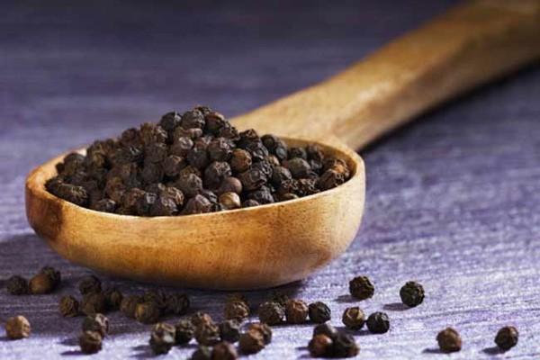 Thêm hạt tiêu vào món ăn để giữ ấm cơ thể nhưng mắc phải sai lầm này khi dùng thì mọi thứ thành công cốc - Ảnh 1.