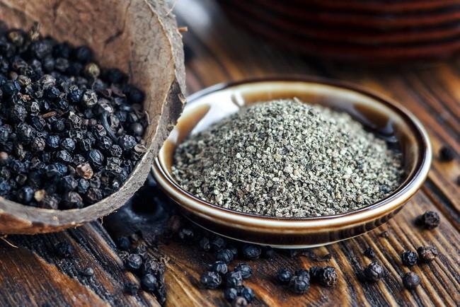 Thêm hạt tiêu vào món ăn để giữ ấm cơ thể nhưng mắc phải sai lầm này khi dùng thì mọi thứ thành công cốc - Ảnh 3.