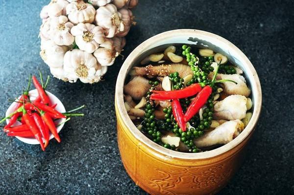 Thêm hạt tiêu vào món ăn để giữ ấm cơ thể nhưng mắc phải sai lầm này khi dùng thì mọi thứ thành công cốc - Ảnh 5.