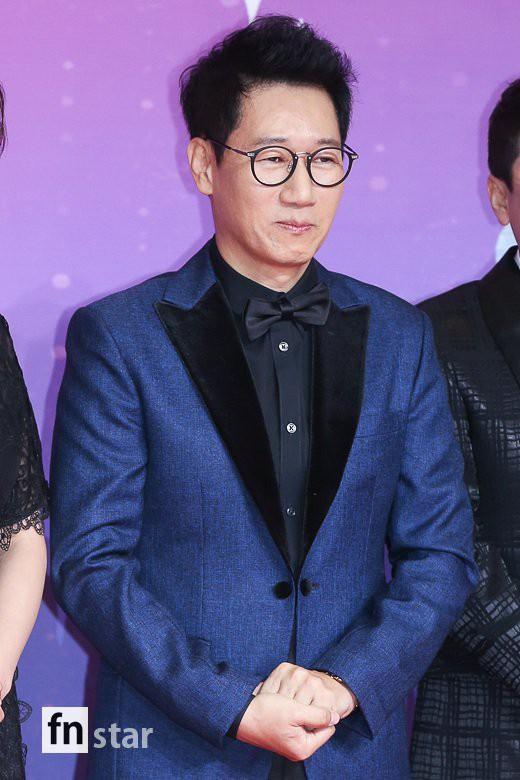 Thảm đỏ SBS Entertainment Awards: Song Ji Hyo bị mỹ nhân Running Man sexy lấn át, Lee Seung Gi bảnh bao bên dàn sao - Ảnh 11.