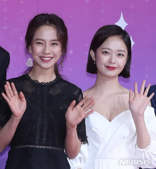 Thảm đỏ SBS Entertainment Awards: Song Ji Hyo bị mỹ nhân Running Man sexy lấn át, Lee Seung Gi bảnh bao bên dàn sao - Ảnh 4.