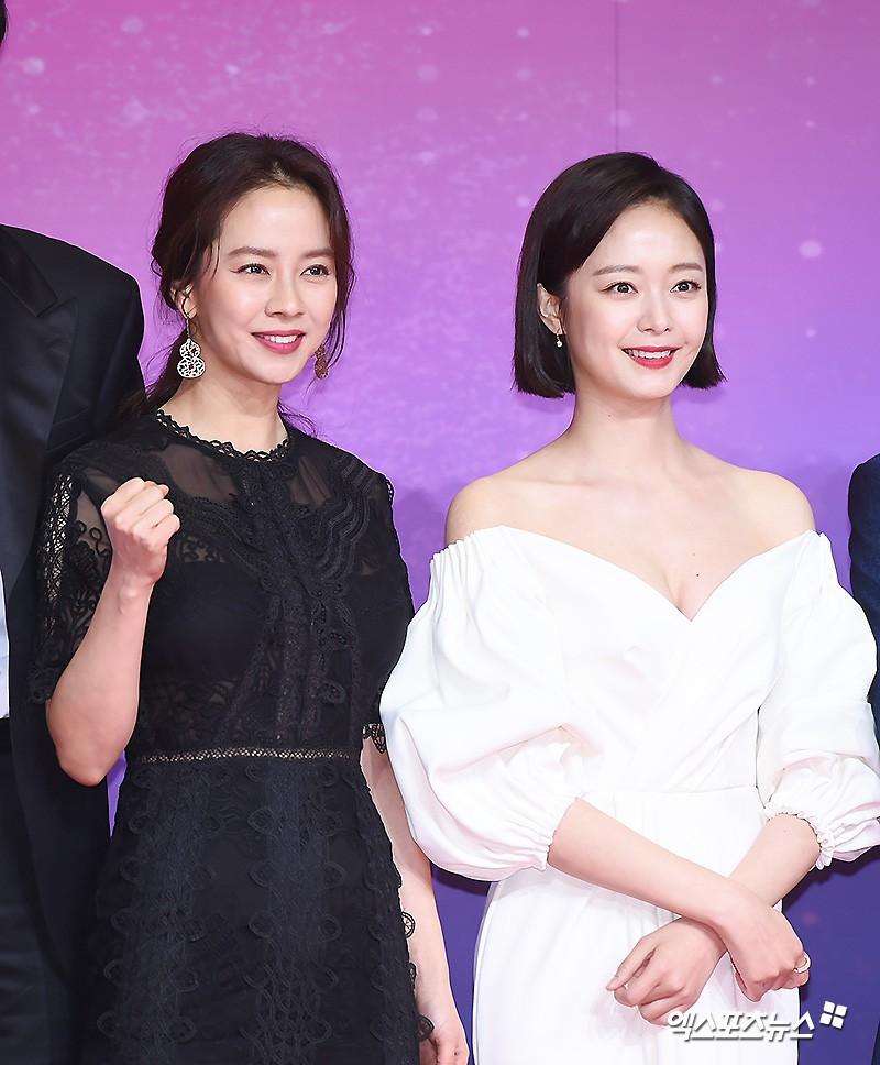 Thảm đỏ SBS Entertainment Awards: Song Ji Hyo bị mỹ nhân Running Man sexy lấn át, Lee Seung Gi bảnh bao bên dàn sao - Ảnh 5.