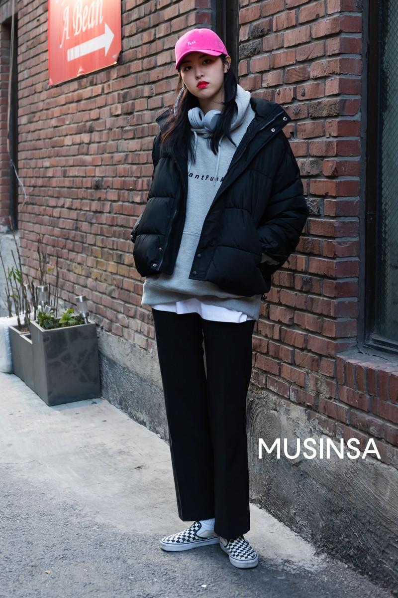 """Street style đại hàn của giới trẻ Hàn Quốc: rét đến mấy cũng có cách mặc """"chất"""" mà vẫn đảm bảo ấm - Ảnh 6."""