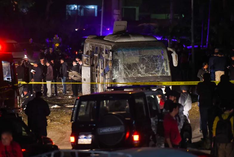 Xe chở du khách Việt Nam bị đánh bom tại Ai Cập khiến 4 người chết, hơn 10 người bị thương - Ảnh 3.