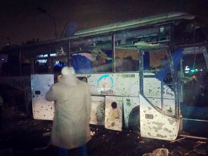 Xe chở du khách Việt Nam bị đánh bom tại Ai Cập khiến 4 người chết, hơn 10 người bị thương - Ảnh 1.