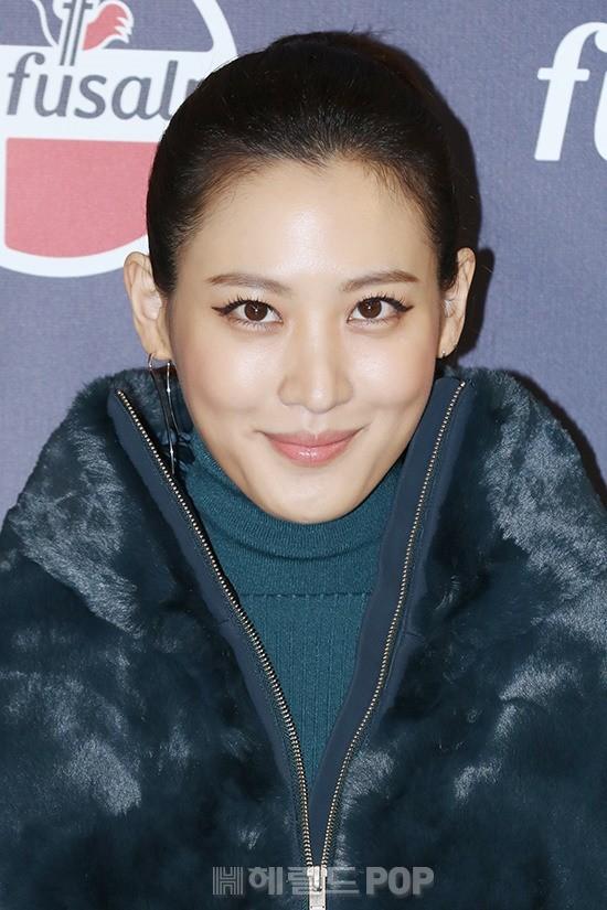 Yoona và mỹ nhân Hàn của tiền truyện Harry Potter đọ sắc: Người chân gầy nhô xương, kẻ ăn mặc thảm họa - Ảnh 9.