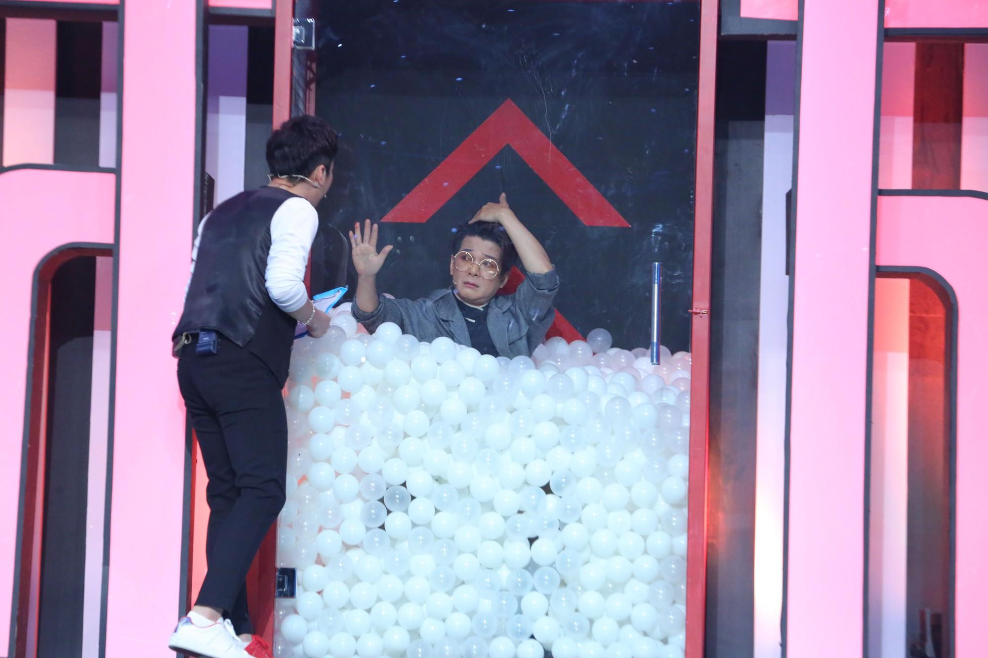 Vũ Hà gặp tai nạn rách da đầu, chảy máu khi quay gameshow - Ảnh 3.