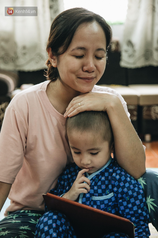 Lời tâm sự xúc động từ mẹ em bé ung thư não trong bộ ảnh 24h của Tom: Mình không được than vãn, vì thiệt thòi là con... - Ảnh 4.
