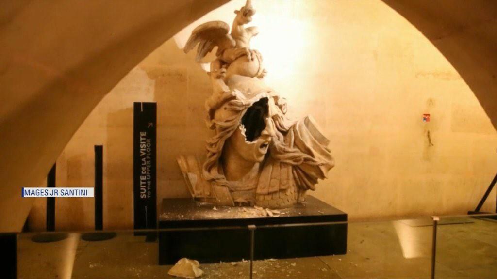 Bức tượng Marianne vỡ nát trở thành biểu tượng của cuộc bạo động Paris những ngày qua - Ảnh 3.