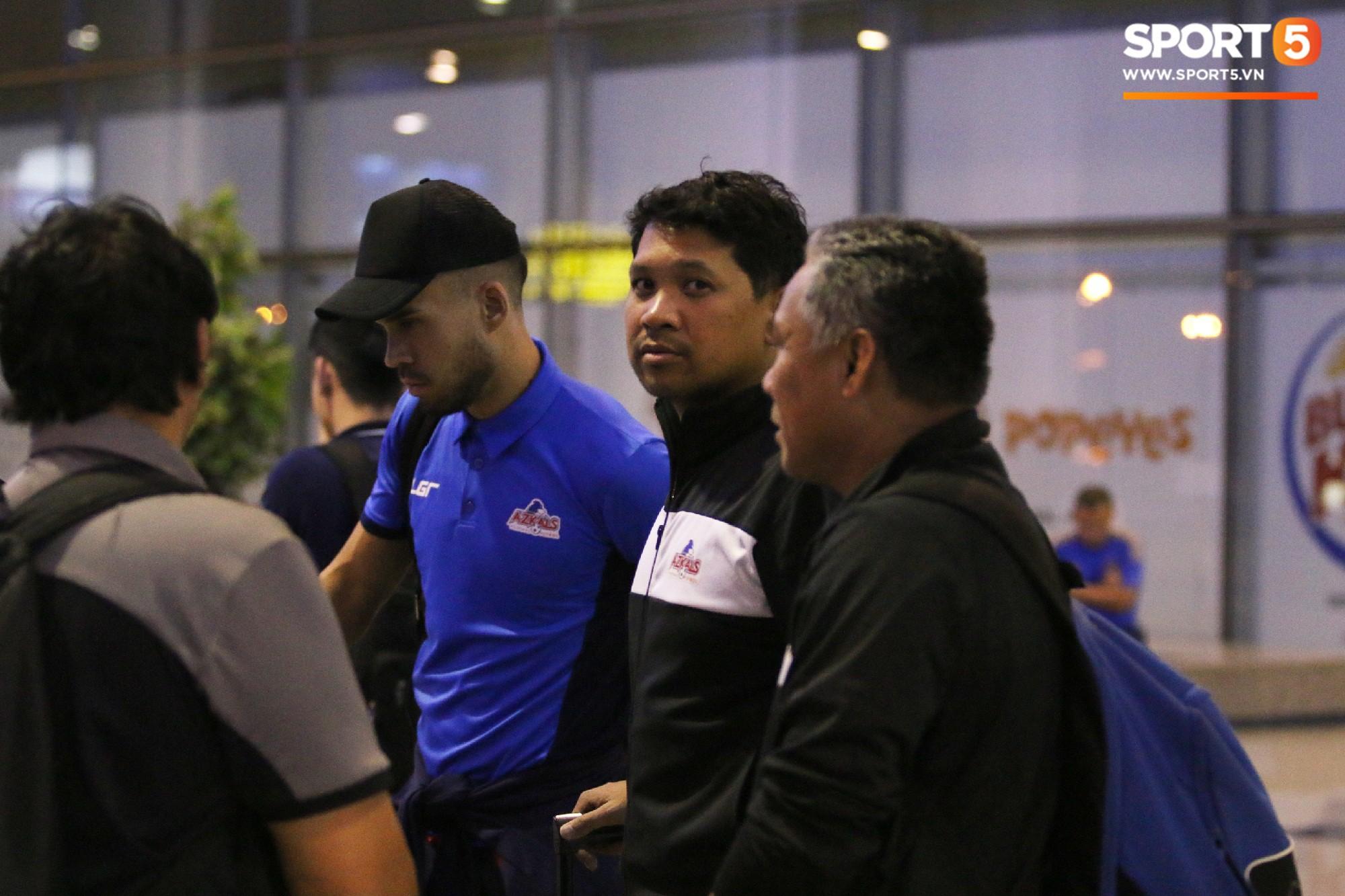 Cầu thủ Philippines thất lạc đồ ở sân bay, sau đó bị đồng đội bỏ rơi khi đặt chân tới Việt Nam - Ảnh 7.