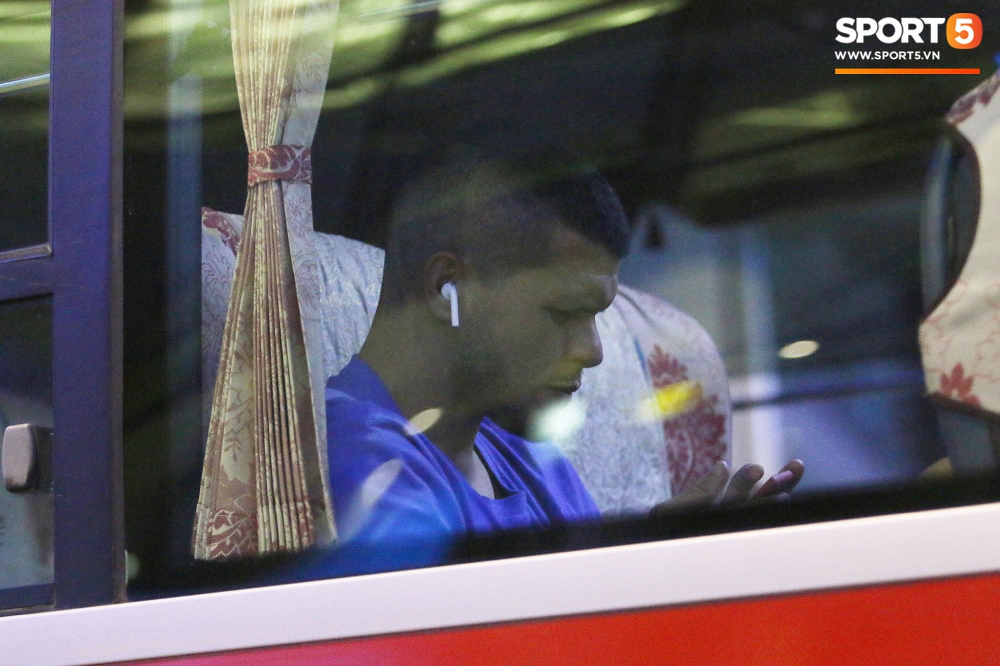 Cầu thủ Philippines thất lạc đồ ở sân bay, sau đó bị đồng đội bỏ rơi khi đặt chân tới Việt Nam - Ảnh 4.
