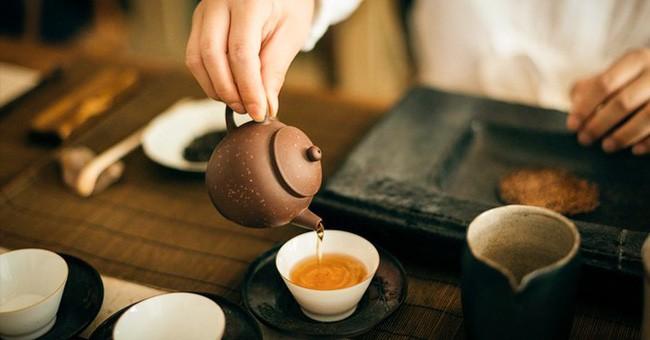 6 thứ lành mạnh nhất mà bạn nên thêm vào ly trà uống hàng ngày - Ảnh 1.