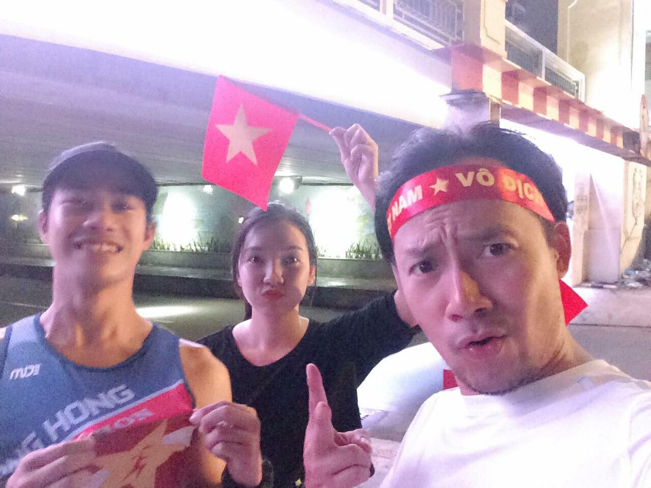 Bạn gái 9x của rapper Tiến Đạt khoe khéo nhẫn kim cương ở ngón áp út sau đồn đoán chuẩn bị kết hôn ngày 31/12 - Ảnh 3.