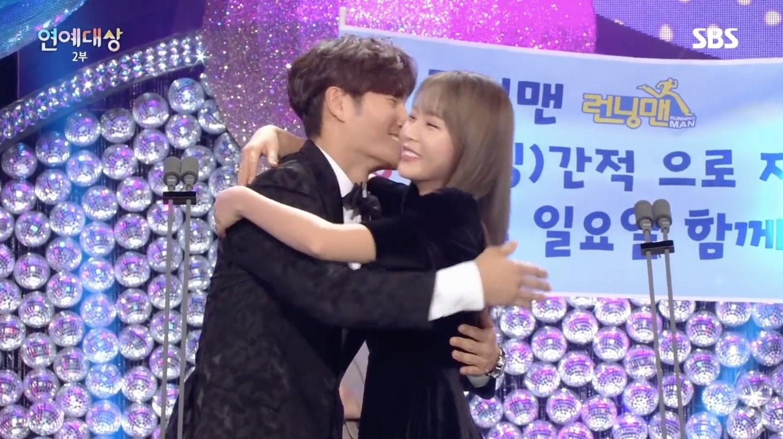 Fan của SpartAce vỡ mộng khi Haha bật mí: 80% là Kim Jong Kook có tình cảm với Hong Jin Young - Ảnh 1.