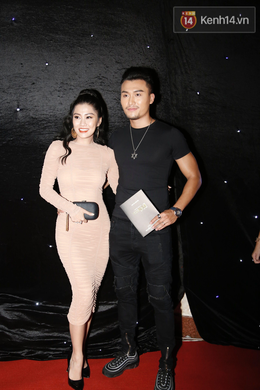 Thảm đỏ chung kết The Face Vietnam 2018: Dàn mỹ nhân Vbiz người giản dị, người đua nhau diện đầm cắt xẻ khoe thân hình gợi cảm - Ảnh 12.