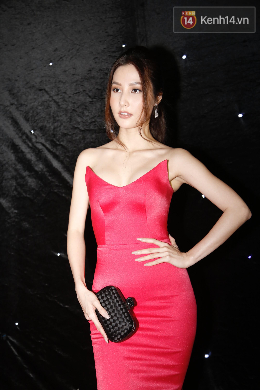Thảm đỏ chung kết The Face Vietnam 2018: Dàn mỹ nhân Vbiz người giản dị, người đua nhau diện đầm cắt xẻ khoe thân hình gợi cảm - Ảnh 6.