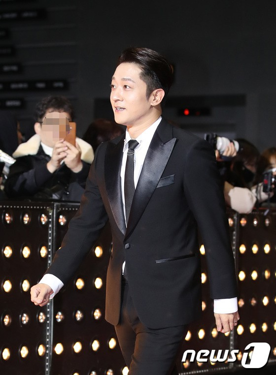 Thảm đỏ SBS Drama Awards: Jang Nara tăng cân vẫn quá đẹp, nàng Kim Sam Soon đọ body nóng bỏng bên loạt minh tinh - Ảnh 37.