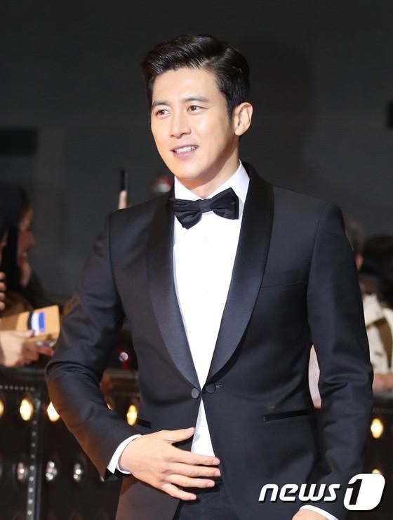Thảm đỏ SBS Drama Awards: Jang Nara tăng cân vẫn quá đẹp, nàng Kim Sam Soon đọ body nóng bỏng bên loạt minh tinh - Ảnh 15.