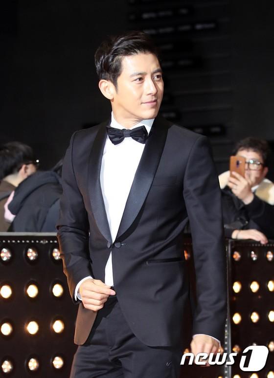 Thảm đỏ SBS Drama Awards: Jang Nara tăng cân vẫn quá đẹp, nàng Kim Sam Soon đọ body nóng bỏng bên loạt minh tinh - Ảnh 14.