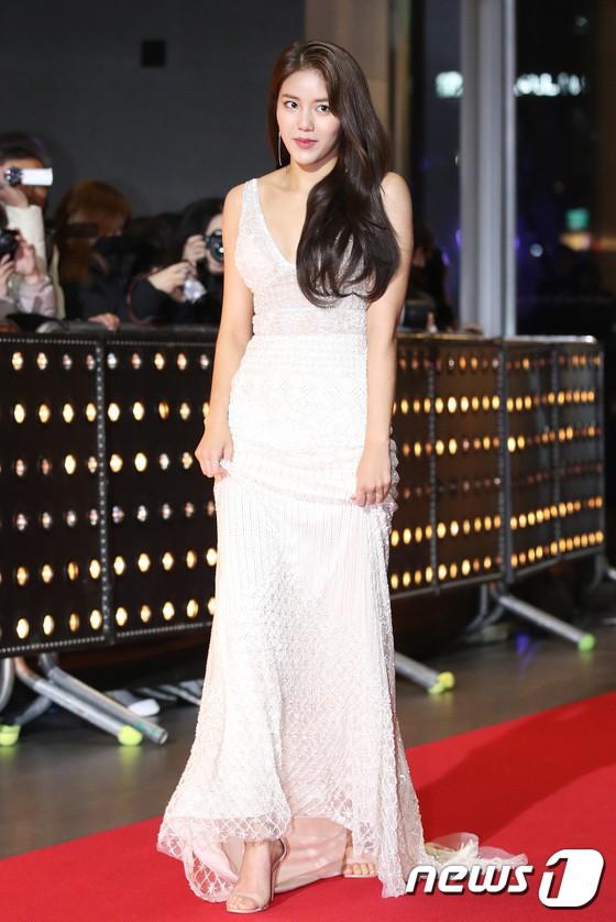 Thảm đỏ SBS Drama Awards: Jang Nara tăng cân vẫn quá đẹp, nàng Kim Sam Soon đọ body nóng bỏng bên loạt minh tinh - Ảnh 24.