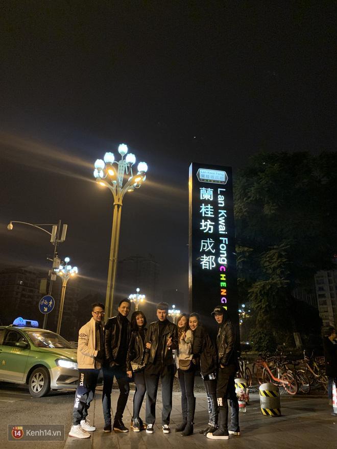 Du học sinh Việt chào năm mới khắp thế giới: 4 nam sinh gây sốt vì mang mai đào, câu đối lên tàu điện ngầm Nhật - Ảnh 9.