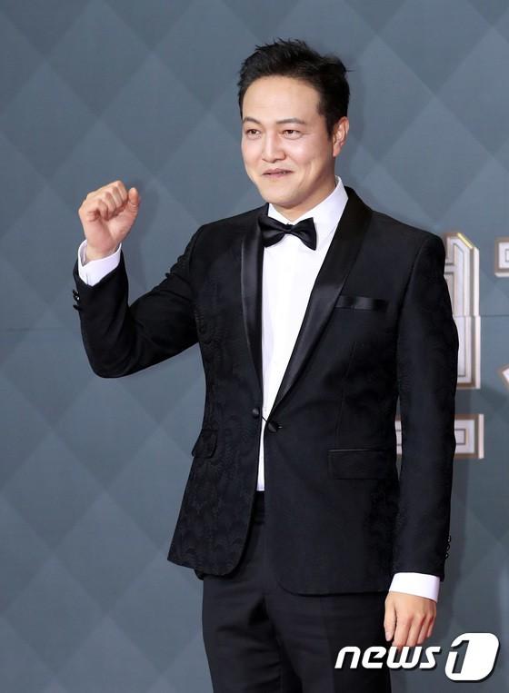 Thảm đỏ SBS Drama Awards: Jang Nara tăng cân vẫn quá đẹp, nàng Kim Sam Soon đọ body nóng bỏng bên loạt minh tinh - Ảnh 29.