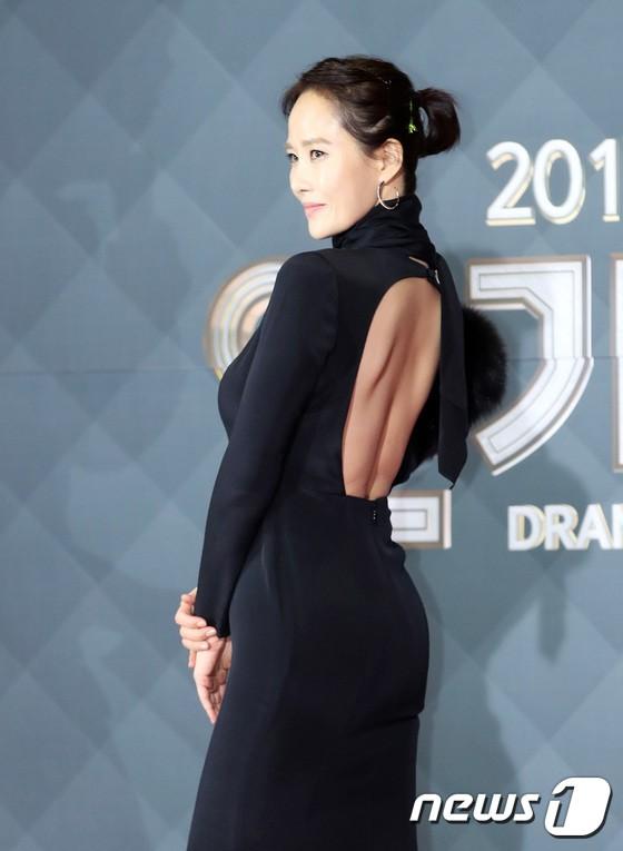 Thảm đỏ SBS Drama Awards: Jang Nara tăng cân vẫn quá đẹp, nàng Kim Sam Soon đọ body nóng bỏng bên loạt minh tinh - Ảnh 9.