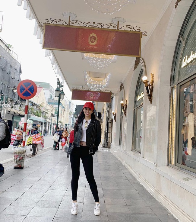 Street style sao Việt cuối năm: Hà Hồ không đi tất dù trời lạnh, Kỳ Duyên và Minh Triệu cùng diện đồ màu nóng - Ảnh 6.