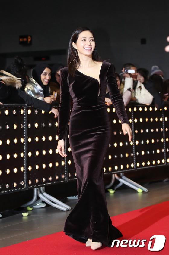 Thảm đỏ SBS Drama Awards: Jang Nara tăng cân vẫn quá đẹp, nàng Kim Sam Soon đọ body nóng bỏng bên loạt minh tinh - Ảnh 11.