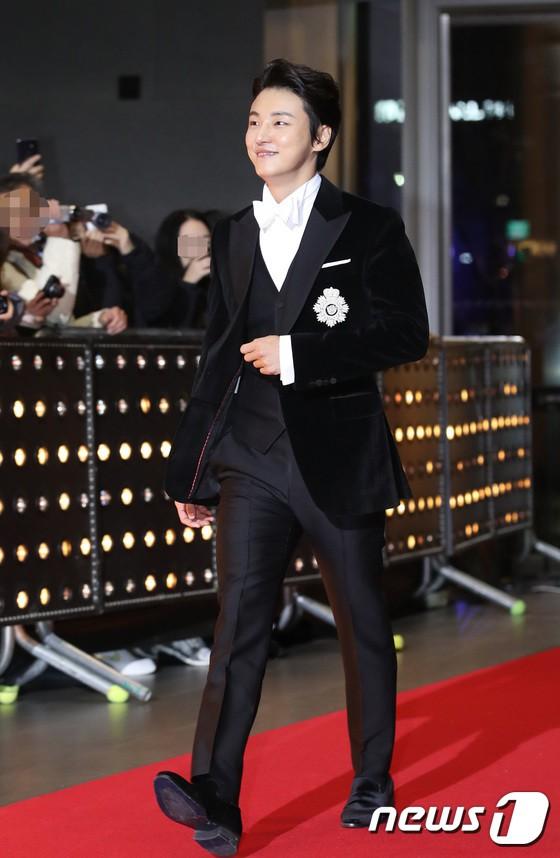 Thảm đỏ SBS Drama Awards: Jang Nara tăng cân vẫn quá đẹp, nàng Kim Sam Soon đọ body nóng bỏng bên loạt minh tinh - Ảnh 30.