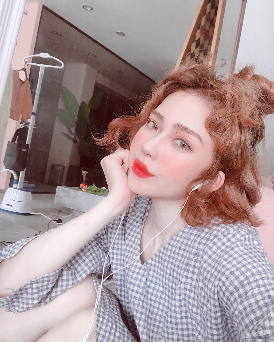 trang điểm má hồng nước trái cây kiểu Hàn Quốc như thế nào? - Ảnh 2.