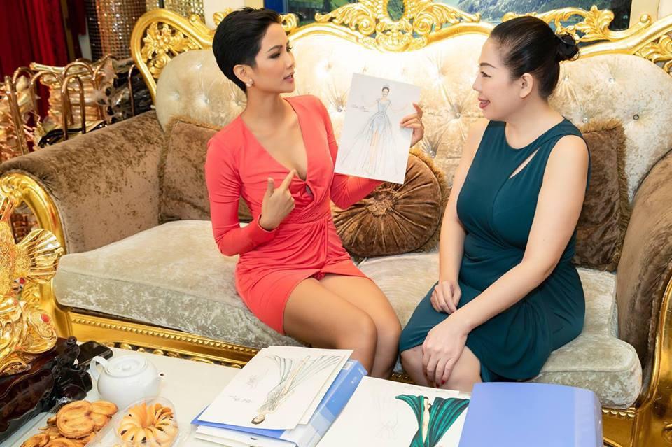 Giữa dàn cả trăm người đẹp, HHen Niê thuộc số hiếm được chọn xuất hiện trên Instagram của Vogue Thái với áo dài lạ - Ảnh 8.