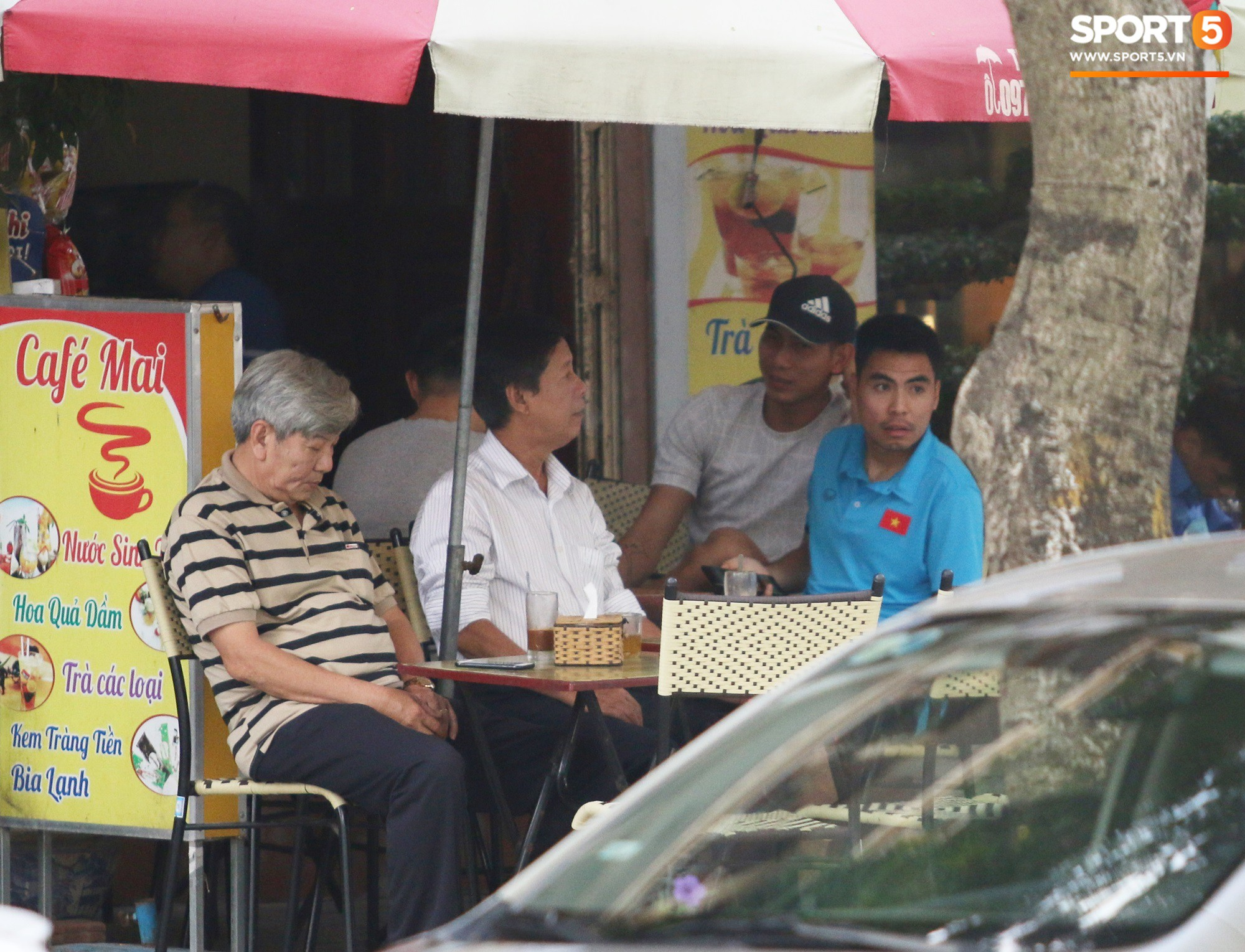 Tuyển Việt Nam bận rộn trong buổi sáng nghỉ ngơi hiếm hoi trước trận bán kết AFF Cup 2018 - Ảnh 8.