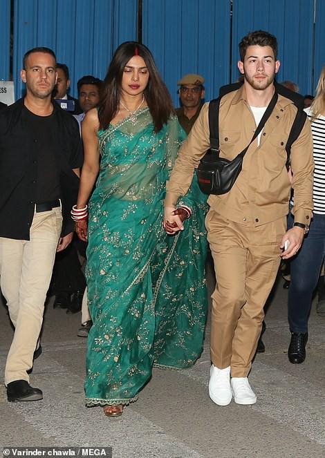 Nick Jonas và Hoa hậu Thế giới xuất hiện tình tứ tại sân bay sau đám cưới thế kỷ hoành tráng - Ảnh 5.