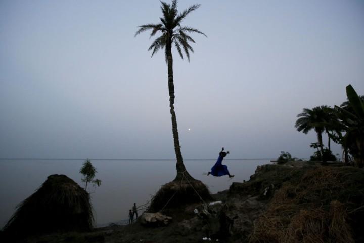 Cuộc sống trên hòn đảo đang chìm dần của Ấn Độ - Ảnh 1.