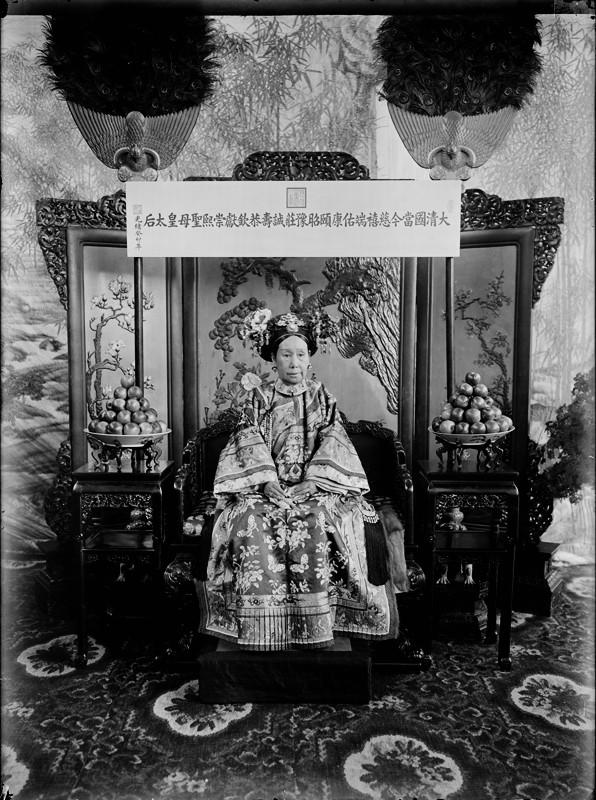 Ảnh hiếm trong tang lễ Từ Hi thái hậu qua ống kính phóng viên Hà Lan: Xa hoa bậc nhất, đoàn người đưa tiễn dài vô tận - Ảnh 1.