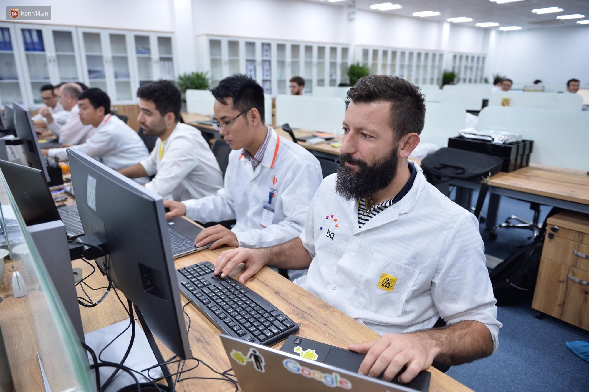 Đến thăm nhà máy sản xuất điện thoại Vsmart của Vingroup: Sang xịn mịn tiêu chuẩn quốc tế thế cơ mà! - Ảnh 11.
