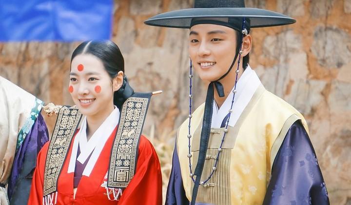 """Nhìn xem phim Hàn 2018 đã cho """"ra mắt chị em"""" bao nhiêu chàng bạn trai trong mơ! - Ảnh 32."""
